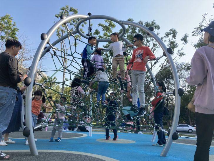 2021 02 25 213133 - 台中南區全新綠川水淨樂園,多樣新奇兒童遊樂設施,地面鋪上防護地墊更安全