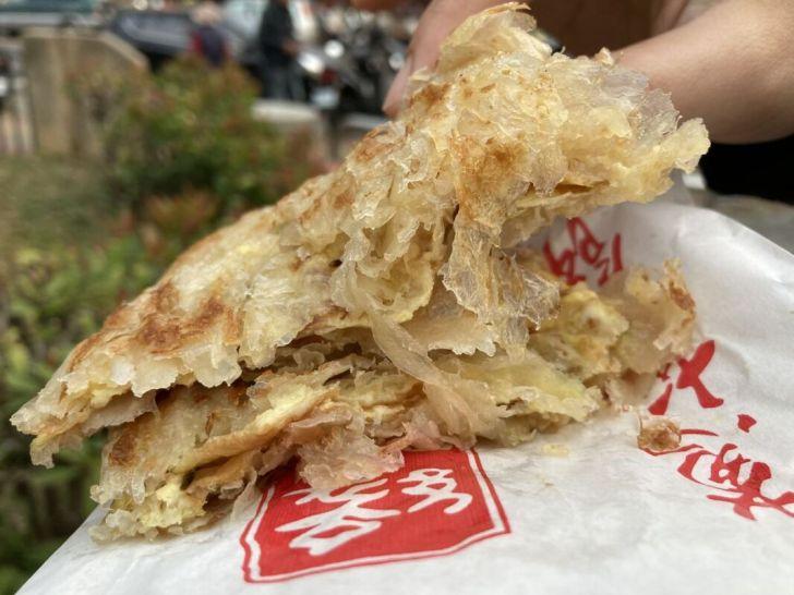 2021 03 10 184207 - 西屯排隊人氣小吃緣味蔥油餅,一層層酥脆餅皮越嚼越香,人多至少得等半小時