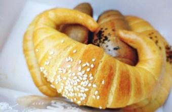 2021 04 10 200102 - 南屯老街|南屯老街金牛角~口味豐富、口感紮實的牛角麵包,近南屯市場、萬和宮