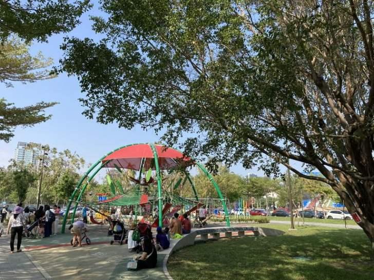 2021 04 17 155106 - 台中又有新公園啦!黎新公園超大圓形攀爬網,還有少見的無障礙盪鞦韆、戶外健身設施