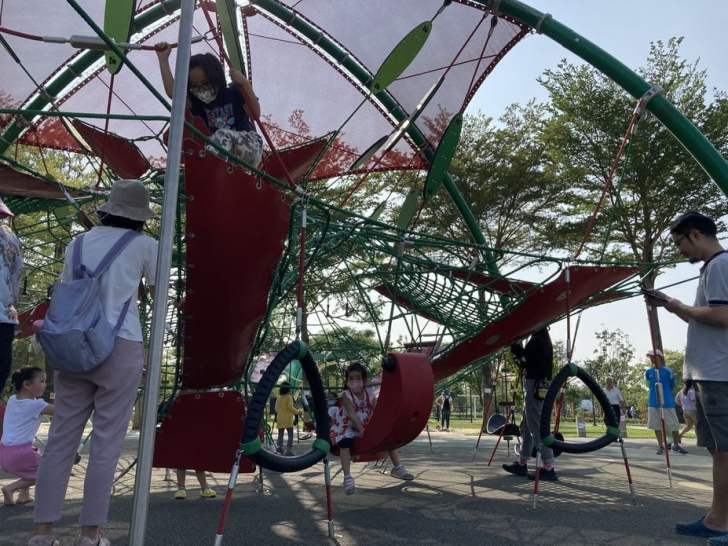 2021 04 17 155232 - 台中又有新公園啦!黎新公園超大圓形攀爬網,還有少見的無障礙盪鞦韆、戶外健身設施