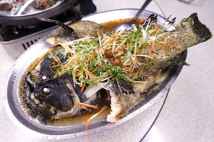 2021 04 22 005415 - 熱血採訪│這間海鮮超多人,厚切生魚片一大盤吃到爽,參加活動30片只要200元超浮誇