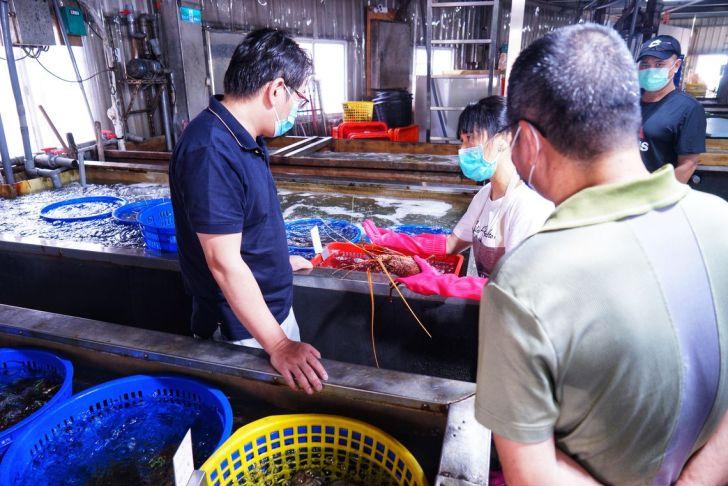 2021 09 02 212505 - 熱血採訪|台中海產超市重新裝潢,歡慶開幕消費滿千就送三色生魚片,無限累加