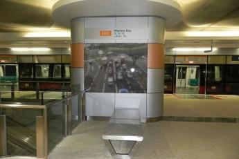 graphic-signage-marina-bay-mrt-station-01