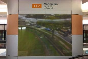 graphic-signage-marina-bay-mrt-station-04
