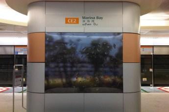 graphic-signage-marina-bay-mrt-station-09