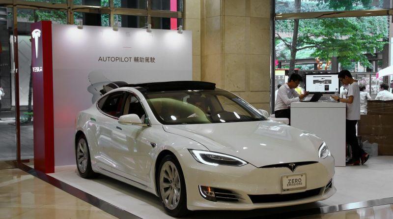 Tesla Motors car Xinyi