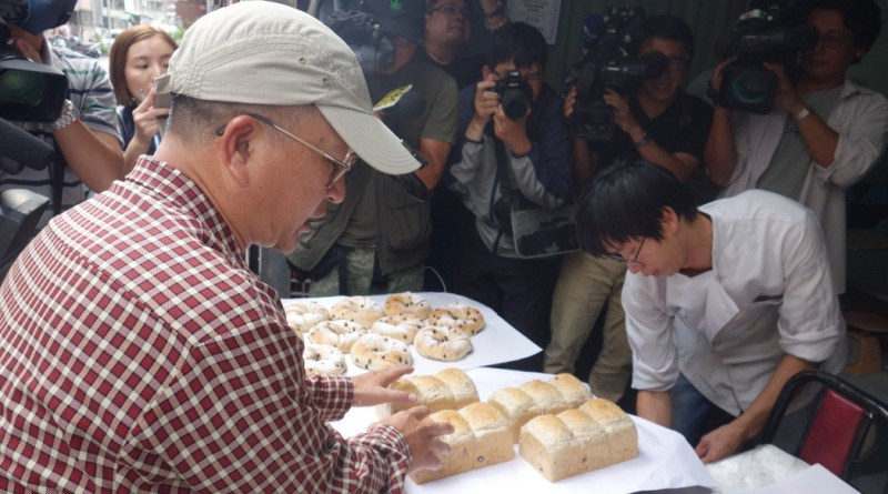 The baker at the center of a controversy after he took pictures of the former president Chen Shui-bian