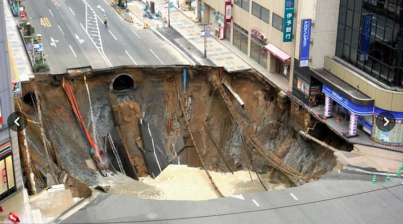 sinkhole in Hakata City Fukuoka Prefecture