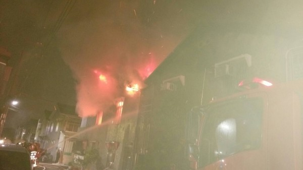 Townhouses ablaze in Taichung County Tanzi District November 21, 2016
