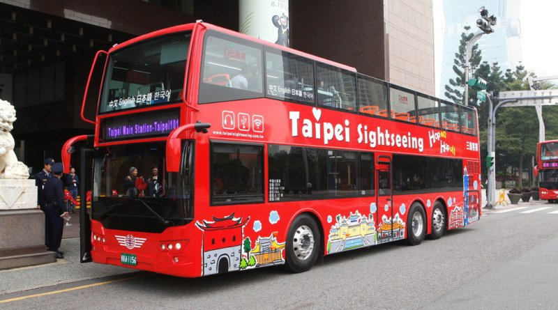 double decker bus in Taipei City