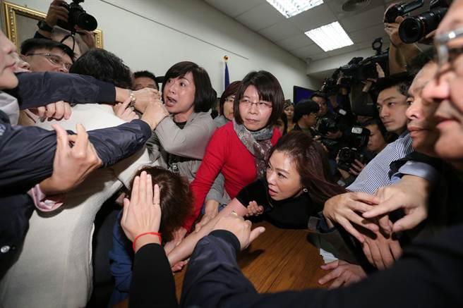 legislators clash in the Legislative Yuan