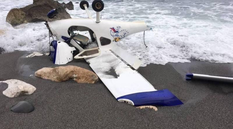 ultralight plane crashed on beach