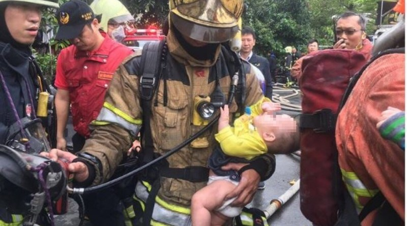 A firefighter rescues a baby in New Taipei City