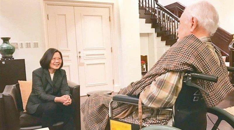 former President Lee Teng-hui and current President Tsai Ing-wen