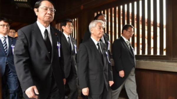 圖說: 大約70名日本國會參眾兩院議員在星期一(8月15日)參拜了靖國神社。