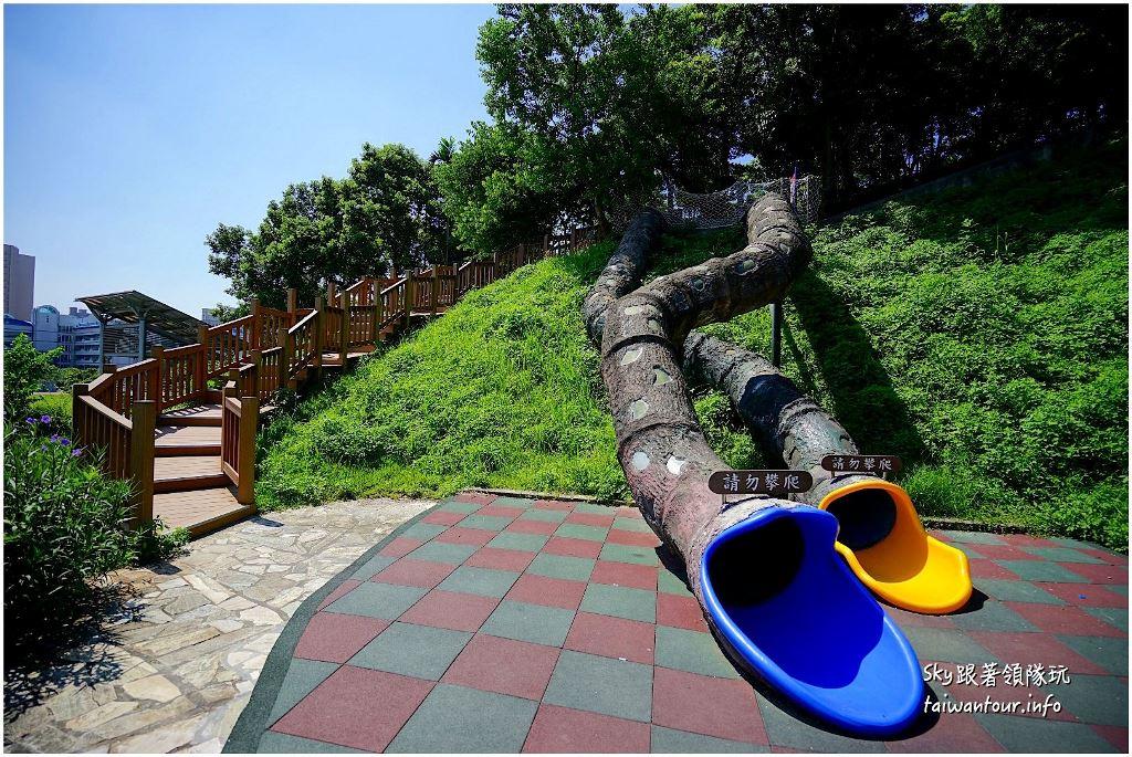 臺北景點推薦-中和3層樓樹洞溜滑梯.沙坑.水池【錦和運動公園】 | 跟著領隊sky玩。一千零一條路線