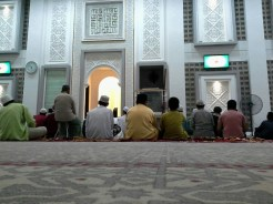 """Niat Iktikaf Artinya: """" Sahaja aku beri'tikaf didalam masjid ini, sunat kerana Allah ta'ala."""""""