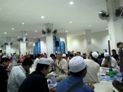 Majlis bacaan Tahlil dan doa sebelum masuk waktu berbuka puasa.