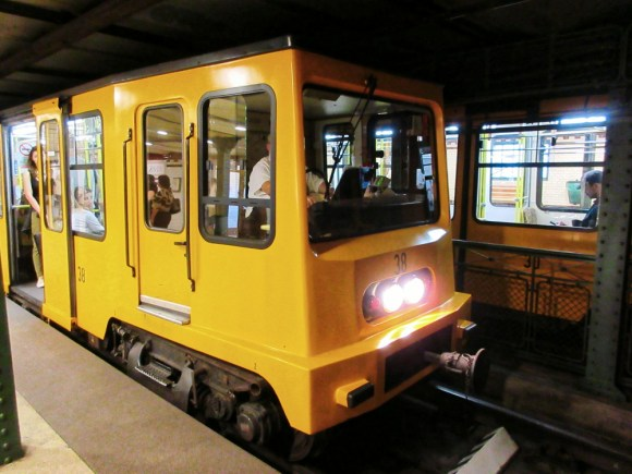 buda_subway_M1_car