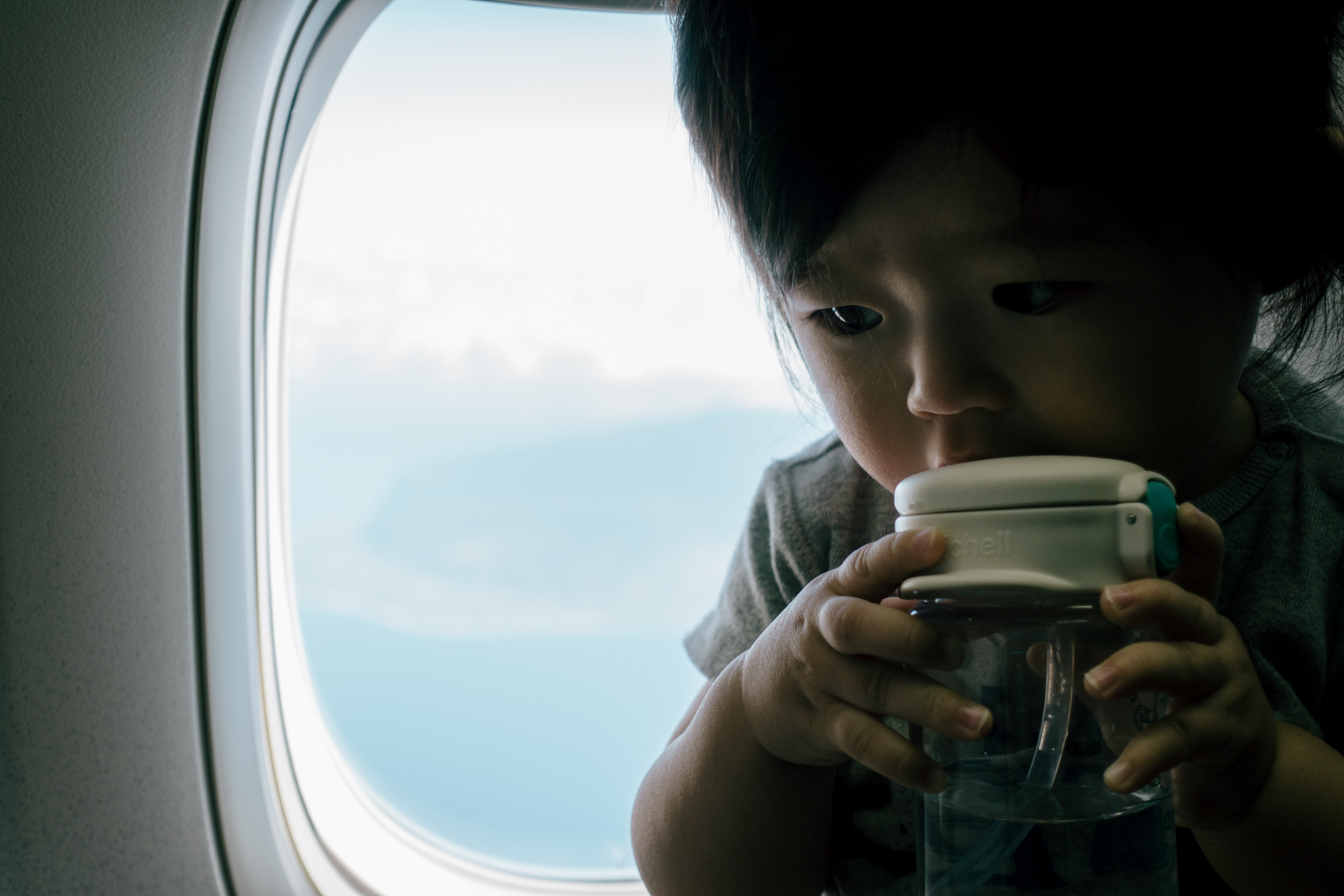 飛行機内での娘