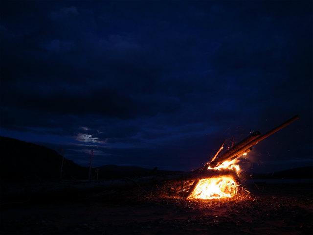 ユーコン川でオーロラとキャンプ (9)