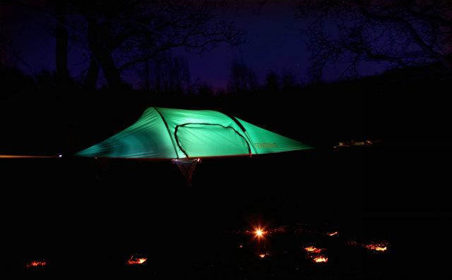 空中に張るハンモックのようなテント「Tentsile」 (3)