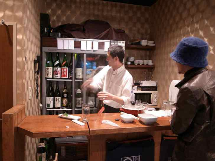 名古屋栄の立ち飲み日本酒Bar八咫(やた)の利き酒コース1時間1500円がお得でおいしいのでおすすめ!
