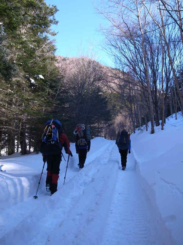 厳冬期2月の冬山に初挑戦!八ヶ岳の頂点、赤岳を雪山登山(赤岳鉱泉テント泊ルート、コースタイム有) (6)
