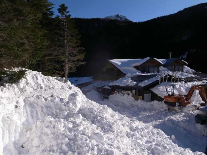 厳冬期2月の冬山に初挑戦!八ヶ岳の頂点、赤岳を雪山登山(赤岳鉱泉テント泊ルート、コースタイム有) (18)