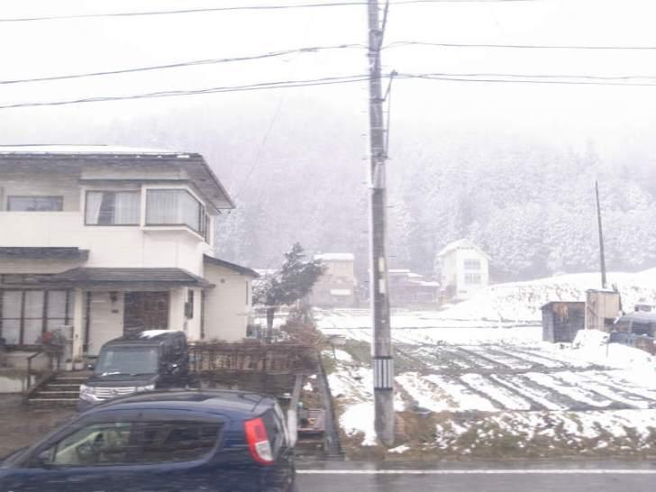 飛騨古川の古民家で純米大吟醸「色おとこ」を飲んだくれる男性官僚の宿泊体験レポート (1)