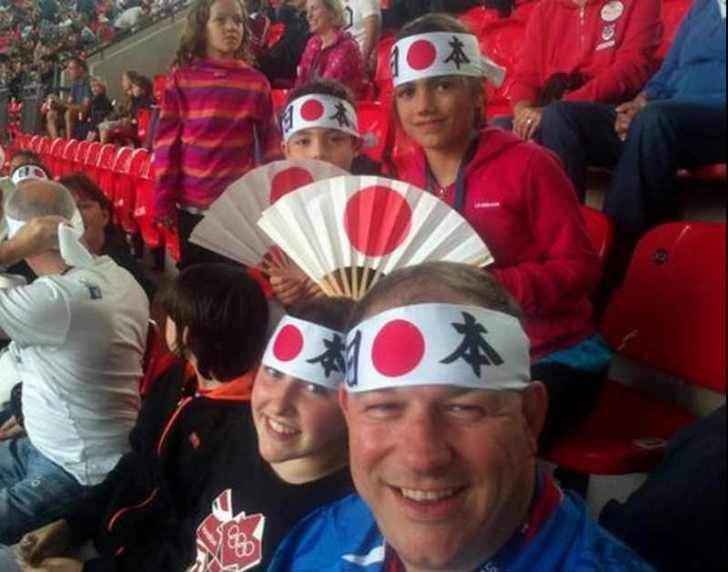 ブラジルW杯日本戦のスタジアムを日の丸はちまきで埋める企画が面白すぎる! (2)