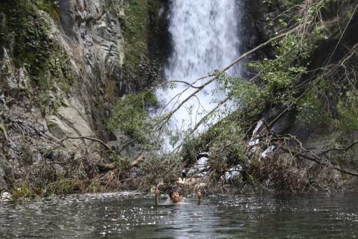 愛知県新城市作手の「鳴沢の滝」までサイクリングして泳いでみた! (9)