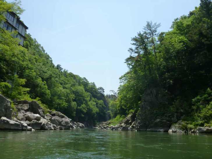 天竜川カヌーツーリングと急流の瀬にもまれる中でカヌーを漕ぐ動画 (4)