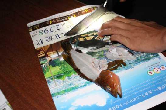 魚突きで獲ったキジハタは炭火で塩焼きに!BBQおいしすぎてまんせー!! (2)