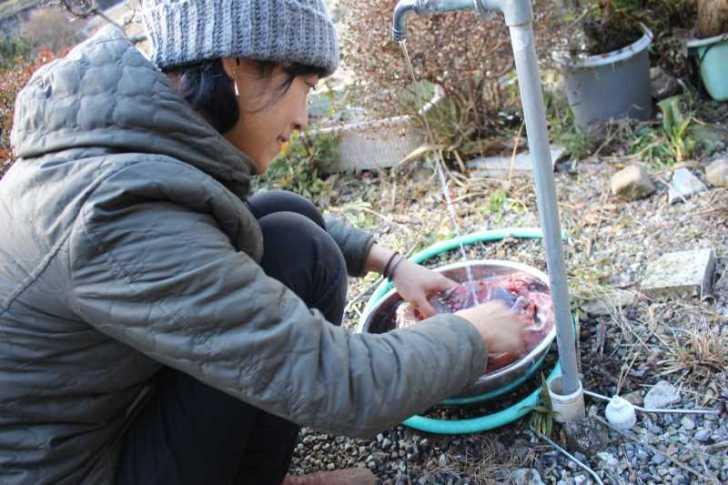女猟師と燻製器を一斗缶で自作し、鹿肉の燻製をやってみた! (4)