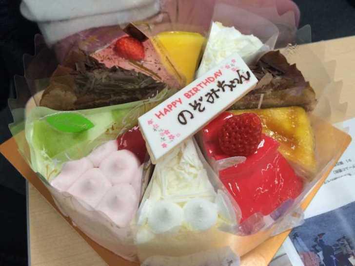 誕生日ケーキをカートケーキのピースを並べてホールするという発想 (1)
