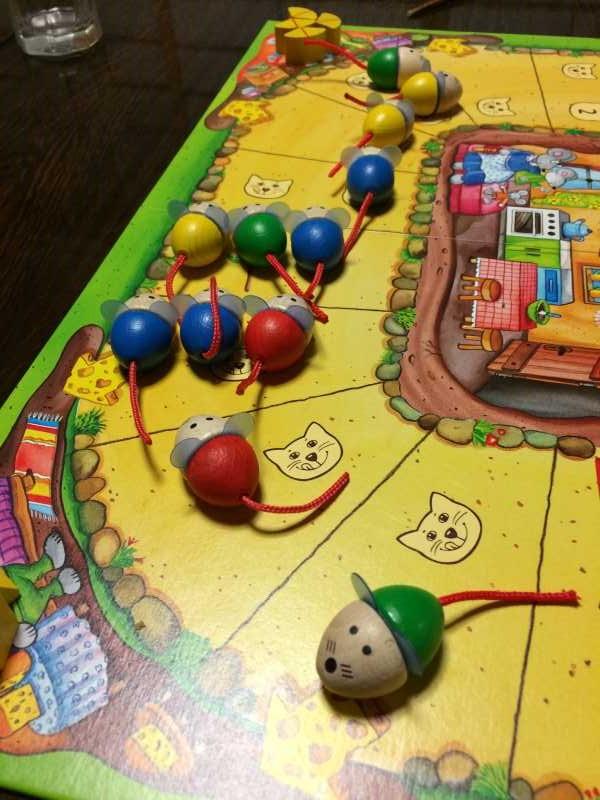 ねことねずみの大レースを子供と遊んで大盛り上がり!4歳から遊べる面白いボードゲームだよ (4)