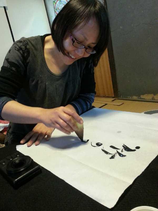 タケノコの皮をひたすら剥いた後は、皮を筆にして書道をすべし! (1)