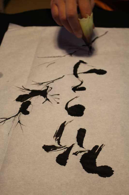 タケノコの皮をひたすら剥いた後は、皮を筆にして書道をすべし! (4)
