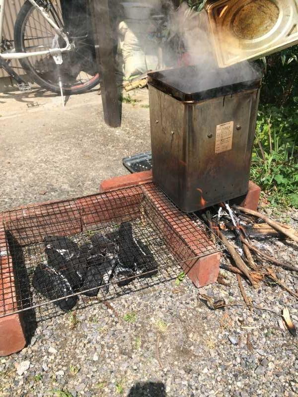 一斗缶での燻製にリベンジ!食材はベーコン、卵、鶏肉!! (1)