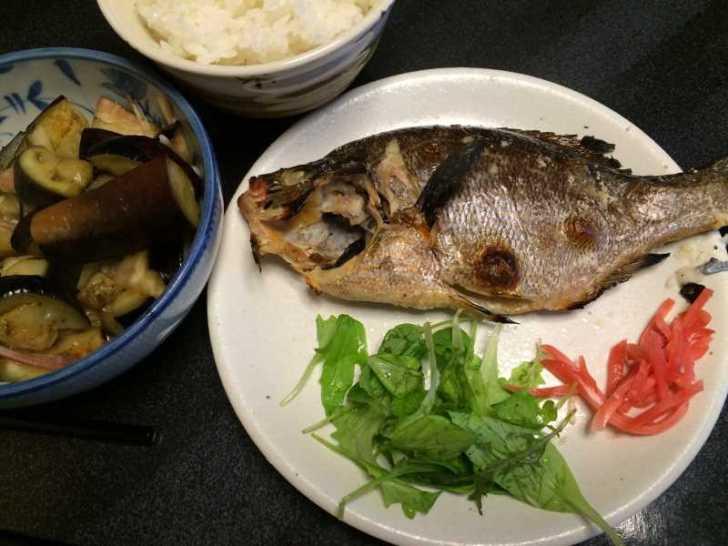 メジナは刺身と塩焼き、ウミタナゴは塩焼き、シタカレイは刺身とムニエルに (2)