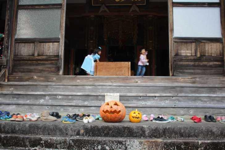 お寺でのハロウィンパーティー開催!仮装しての謎解きが色とりどりで楽しすぎる! (14)