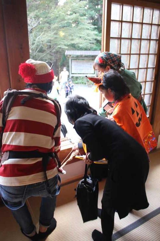 お寺でのハロウィンパーティー開催!仮装しての謎解きが色とりどりで楽しすぎる! (16)