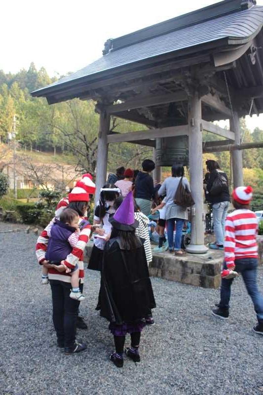 お寺でのハロウィンパーティー開催!仮装しての謎解きが色とりどりで楽しすぎる! (15)