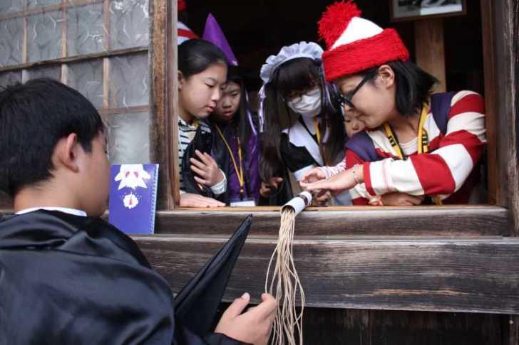 お寺でのハロウィンパーティー開催!仮装しての謎解きが色とりどりで楽しすぎる! (22)