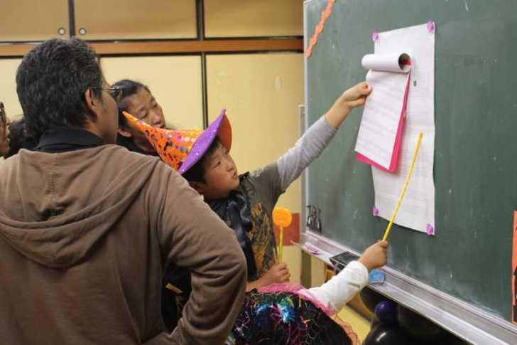 お寺でのハロウィンパーティー開催!仮装しての謎解きが色とりどりで楽しすぎる! (25)