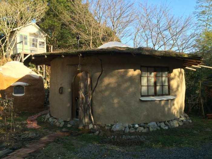 セルフビルドの面白い家が立ち並ぶ理想空間が和歌山にあった!【アースバックハウス・ストローベイルハウスetc】 (23)