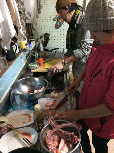 イノシシを飼育している山田英雄さん、そして解体した猪のモツ祭り!【愛知県新城市】 (11)