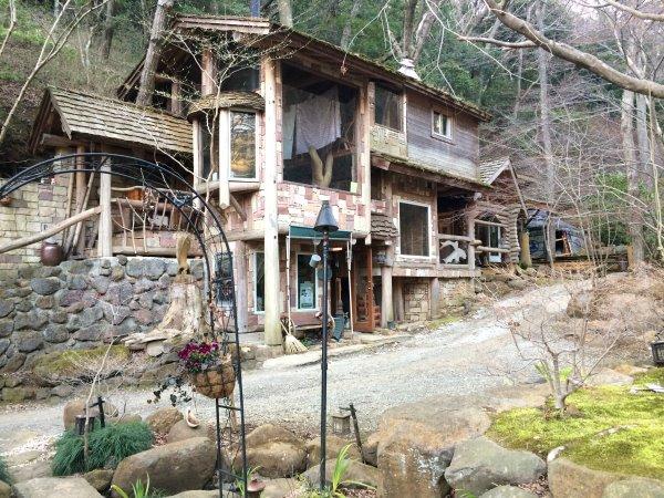伊豆のスターヒルズのログハウスと作りかけのアースバックハウスがすごすぎた!【静岡】 (29)
